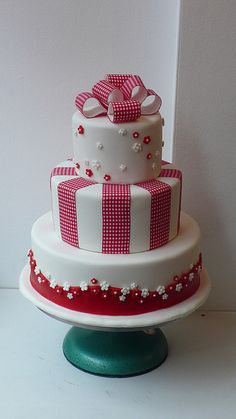 red and white gingham cake (ribbon stuck to fondant).  This would be so great in pink & white for a Hello Kitty cake!