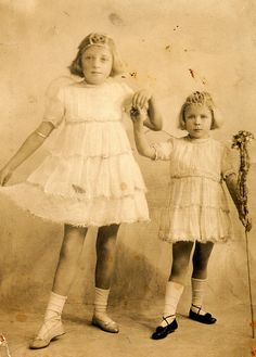 35 Cute Vintage Photos of Children Dressed Up as Fairies in the Early 20th Century