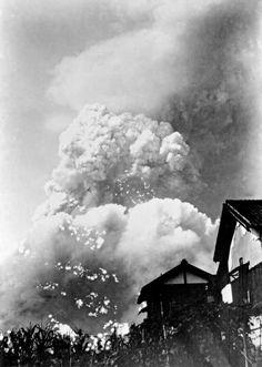 Yoshito Matsushige, The mushroom cloud, photographed approximately 1.6 miles from ground zero..