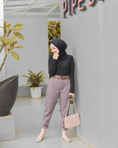 Inspiration Hijab Style Outfit of The Day (OOTD) 2019 Remaja Indonesia Positif, Kreatif & Ceria 😍😘😘😘😘 . Hijab Fashion Summer, Modern Hijab Fashion, Hijab Fashion Inspiration, Muslim Fashion, Fashion Pants, Fashion Outfits, Style Fashion, Style Inspiration, Casual Hijab Outfit