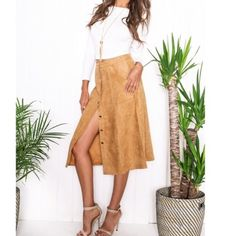 """❤️SALE. Camel Suede Midi Skirt Faux Suede Midi Skirt  •Color - Camel •Button up •2 Front pockets •Small (would best fit 24-26 waist) •Length (waist to hem) 27""""   NWT!! Skirts Midi"""