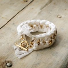 Create this fun and simple DIY bracelet with this easy to follow step by step tutorial.