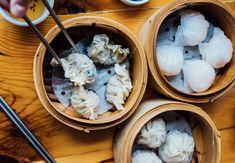 On vous parle des meilleurs dumplings de Montréal pour réchauffer votre hiver. Petits prix en prime. Dumplings Chinois, Cauliflower, Cabbage, Restaurants, Ice Cream, Vegetables, Desserts, Food, Winter