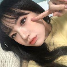 Trong hình ảnh có thể có: 1 người, ảnh tự sướng và cận cảnh Ulzzang Korean Girl, Cute Korean Girl, Asian Girl, Natural Summer Makeup, Natural Makeup, Cute Makeup, Makeup Looks, Korean Photography, Korean Short Hair