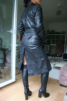 Long Leather Coat, Leather Trench Coat, Leather Pants, Black Leather, Trent Coat, Leder Outfits, Leather Dresses, Rain Wear, Leather Fashion