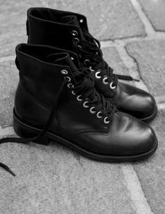 f633440906 SANDRO Boots motardes à œillets dorés   Toutes les Chaussures couleur Noir