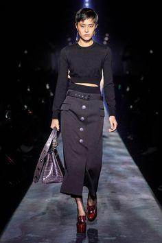 Givenchy Fall 2019 Ready-to-Wear Collection - Vogue - mode - Fall Fashion Skirts, Fashion Week, Fashion 2020, Runway Fashion, Winter Fashion, Net Fashion, Vogue Fashion, Fashion Boutique, Fashion Clothes