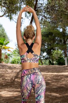 Irresistibly on-trend, our Exotic Snake Cross Back Bra features a beautiful black and tropical colourway for more motivating workouts. Dark triple straps criss-cross your shoulders to contrast the pink, orange and yellow scales.  Daring and caring, this reptile exercise bra provides support for moderate impact workouts including Pilates, CrossFit and conditioning.