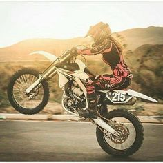 Check out this neat dirt bike gear - what an innovative concept Dirt Bike Wheelie, Dirt Bike Gear, Dirt Biking, Dirt Bike Racing, Auto Racing, Motorcycle Women, Motorcycle Types, Motorcycle Quotes, Women Riding Motorcycles