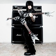 Michael Angelo Batio - Quad Guitar - Wanna try and play one of these?