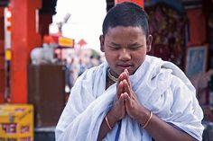 Das Beten. Er betet. Sie beten.