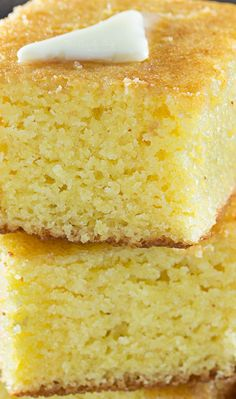 This homestyle cornbread is a perfect mix of savory southern cornbread and sweet northern cornbread. fluffy and soft, it's the only recipe you'll need! Amish Recipes, Southern Recipes, Baking Recipes, Southern Food, Sweet Cornbread, Cornbread Recipes, Buttermilk Cornbread, Homemade Cornbread, Recipes