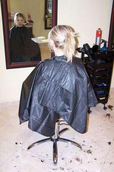 Back in black Long Hair Cuts, Long Hair Styles, Back To Black, Capes, Hairdresser, Sexy Women, Beautiful Women, Longer Hair, Floor