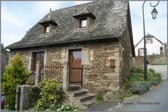Nous sommes au bout de L'Auvergne en limite du Cantal sur un village qui domine le Lot et qui dans ses coteaux pentus du sud produits un vin d'exception . Voici les photos du village de Le Fel et des alentours. Pour rappel, et pour situer ces images dans...