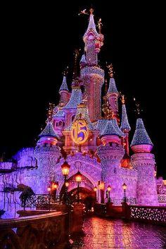 Disneyland Paris, also known as EuroDisney is one of the most popular tourist attractions in Paris. Disneyland Paris, Disneyland World, Disney Parks, Disney Pixar, Orlando Disney, Disney Cruise, Cute Disney Pictures, Disney World Pictures, Cute Disney Wallpaper