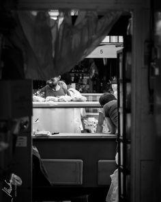 Whats going on ? ... //  Oliver Haaker // www.haaker.photo // #munich #muenchen #münchen #muc #bavaria #visitbavaria #hiddenmunich #bayern #streetsofmunich #igersmunich #igersmuenchen #pictures #photography #huffpostgram  #haakerphoto #instagram #instastyle #picoftheday #instamood #blackandwhite #streetphotography #untaggable #awesome #naschmarkt #germany #austria #shadow #view #vienna #market