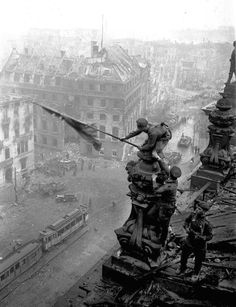 https://flic.kr/p/GXcJM7 | Raising a flag over the Reichstag | Historic World War II photograph, taken during the Battle of Berlin on 2 May 1945 by photographer Evgeniy Khaldei
