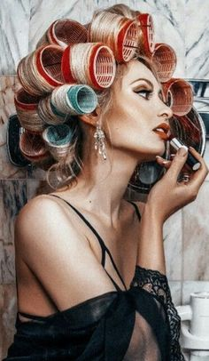 Curlers For Short Hair, Rollers In Hair, Fusion Hair, Shotting Photo, Photographie Portrait Inspiration, Roller Set, Beauty Awards, Vintage Hairstyles, Curly Hairstyles