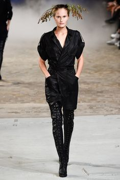 A.F. Vandevorst Spring 2015 Ready-to-Wear Fashion Show