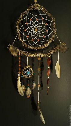 Making Dream Catchers, Dream Catcher Decor, Dream Catcher Boho, Dream Catcher Mobile, Beautiful Dream Catchers, Diy And Crafts, Arts And Crafts, Native American Decor, Dream Catcher Native American