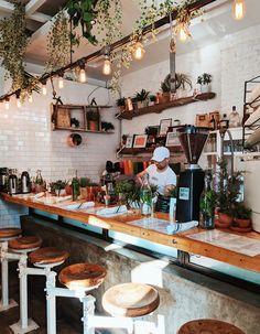 small coffee shop 5 Must Visit Brunch Spots in NYC Coffee Shop Interior Design, Coffee Shop Design, Restaurant Interior Design, Cafe Design, Coffee Shop Interiors, Cozy Cafe Interior, Bistro Interior, Bar Pub, Luminaria Diy