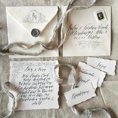 Traumhaft kalligraphierte Karten von Katharina Ostenda - poesiederfeder   Hand lettered wedding invitations