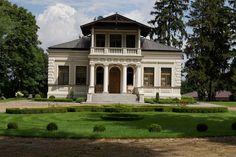 Dwór w Pepłowie w stylu willi szwajcarskiej wzniesiony w XIX wieku przez rodzinę Dunin - Mieczyńskich. Obecnie stanowi własność prywatną.