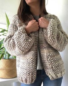 Chaleco Eliana | CorazondeCamelia Elephant Figurines, Pullover, Sweaters, Knitting Ideas, Diy, Fashion, Knit Sweaters, Women's Blouses, Embroidery