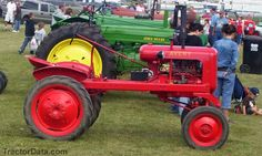 Avery V Tractor They were once sold by Montgomery Ward. Antique Tractors, Vintage Tractors, Vintage Farm, Lawn Tractors, Old Tractors, Tractor Photos, Minneapolis Moline, New Tractor, Classic Tractor