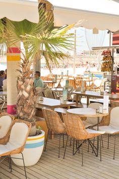 Chiringuito Barcelona | Beach Club Barcelona ©pptinteriorismo #diseñointerior #interiordesign #chiringuito #barcelona #playa #beach #fish #colors #beachclub #cuerdas #mimbre #macetas #detalles #details #plantas #green