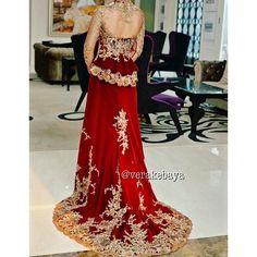 Look at back Wedding Bridesmaid Dresses, Bridal Dresses, Vera Kebaya, Indonesian Kebaya, Most Beautiful Dresses, Embroidery Dress, Traditional Outfits, Evening Gowns, Wedding Inspiration