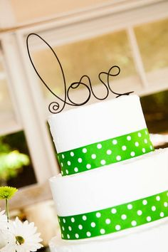 I love the idea to have the ribbon on the bases of the cake layers!