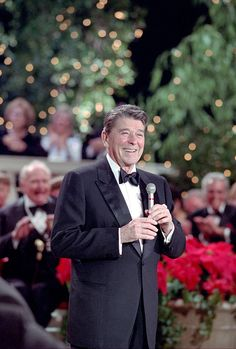 President Reagan, so handsome and charming! Greatest Presidents, American Presidents, Us Presidents, American History, 40th President, President Ronald Reagan, Ronald Reagan Quotes, Reagan Library, Nancy Reagan