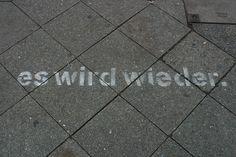 """""""es wird wieder.""""  U-Bahnhof Samariterstraße, Berlin-Friedrichshain  Foto: iMollo"""