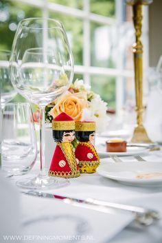 Kazachstaanse poppetjes op dinertafel bij Orangerie Elswout in Overveen, trouwlocatie vlak bij Haarlem.