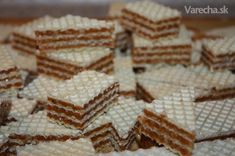 Karamelové oplátky - grilážky (fotorecept) - recept | Varecha.sk Cake Cookies, Christmas Cookies, Sweet Recipes, Food To Make, Deserts, Food And Drink, Dessert Recipes, Bread, Baking