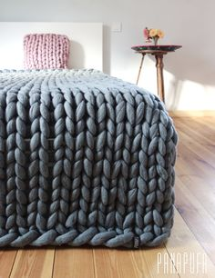 Super chunky kingsize blanket,Merino blanket, Knitted plaid This is a luxurious handmade throw, which is hand knitted by me using extremely big needles and unspun merino wool. Due to natural material, traditional hand craft and extreme pattern size the throw makes your room look