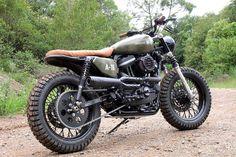 The Harley-Davidson Scrambler Pays Tribute to a Loyal Dog – Badass Fucking Bikes – Motorrad Sportster Scrambler, Harley Davidson Scrambler, Harley Davidson Custom Bike, Enduro, Scrambler Motorcycle, Harley Davidson Street, Harley Davidson News, Motorcycle Outfit, Motorcycle Garage