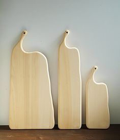 Kenji Fukui handcarves these cutting boards from Japanese Ichou (Ginkgo) at his workshop in Mie prefecture. His boards are completely natural with no oils or coatings applied.