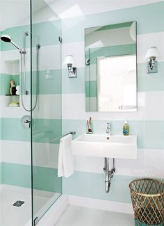 Im Handumdrehen größer: So solltest du ein kleines Bad einrichten