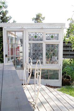 Beautiful DIY Greenhouse. Fiilispohjan Kartano: Kasvihuone vanhoista ikkunoista…