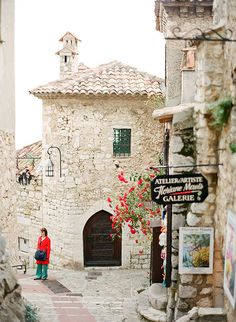 Eze - Beautiful artists' village in Provence    A  hilltop village in Provence, with full of art galleries and ateliers nested in the typical maisons en pierre (French stone house).