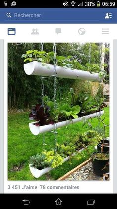 You can do it in your garden using hanging garden. Hanging garden is essential in a home, from supply when need herbs for cooking to beautifies your home. All of that can be achieved with hanging garden. Small Gardens, Vertical Gardens, Diy Gutters, Gutter Garden, Potager Bio, Diy Hanging Planter, Planter Ideas, Easy Garden, Garden Art