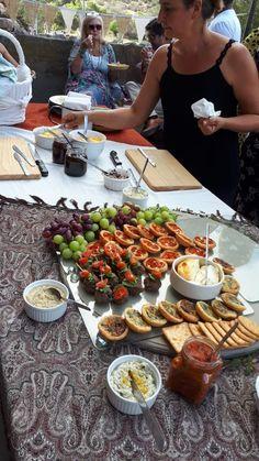 Open Air Restaurant, Table Settings, Weddings, Food, Wedding, Essen, Place Settings, Meals, Marriage