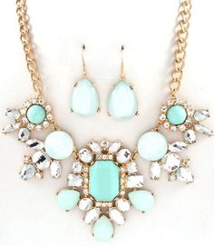 Pretty teal & sliver statement necklace