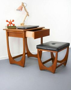 40 Awesome Mid Century Furniture Ideas - Page 12 of 39 Retro Furniture, Classic Furniture, Mid Century Modern Furniture, Cool Furniture, Living Room Furniture, Furniture Design, Furniture Ideas, Furniture Stores, Furniture Inspiration