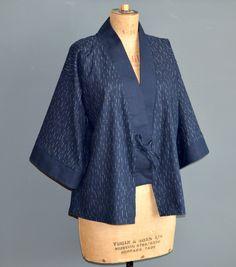 Retro Sewing Free pattern and tutorial for the Clara kimono jacket. Kimono Sewing Pattern, Cardigan Pattern, Jacket Pattern, Free Sewing, Vintage Sewing Patterns, Clothing Patterns, Dress Patterns, Japanese Sewing Patterns, Mode Kimono