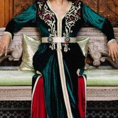 19 mentions J'aime, 0 commentaires - قفطان مغربي (@caftan.chic) sur Instagram Kaftan, Arab Women, Moroccan Caftan, Kimono Dress, Women Wear, Sari, Celebrities, How To Wear, Caftan Marocain