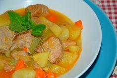 Delicioso estufado de carne e legumes da época.