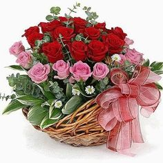 Red and pink beautiful Basket Flower Arrangements, Creative Flower Arrangements, Rose Arrangements, Beautiful Flower Arrangements, Window Box Flowers, Flower Boxes, How To Wrap Flowers, Silk Flowers, Fresh Flowers